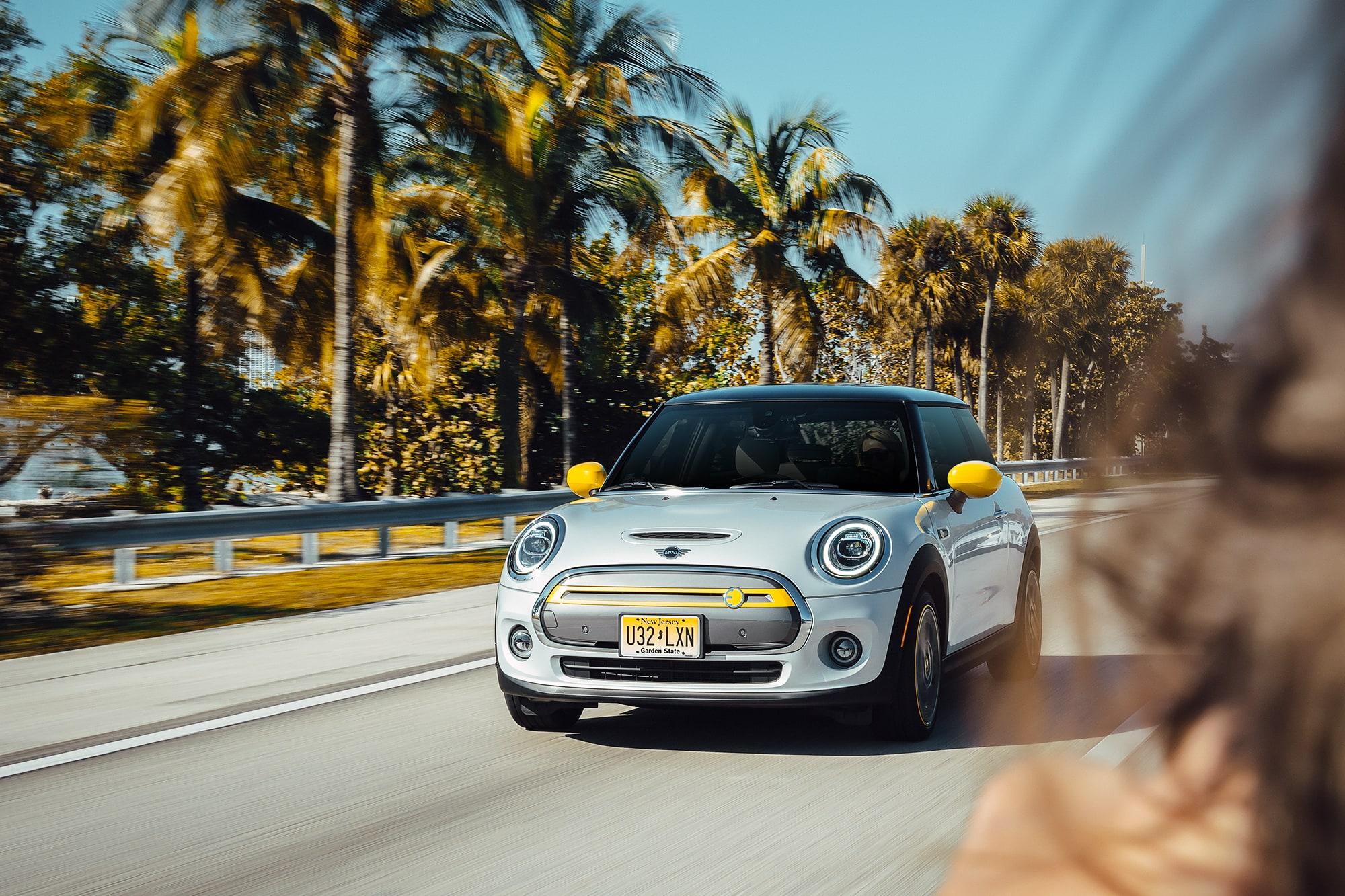Nachhaltig durch Miami mit dem MINI Cooper SE 10