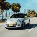 Nachhaltig durch Miami mit dem MINI Cooper SE