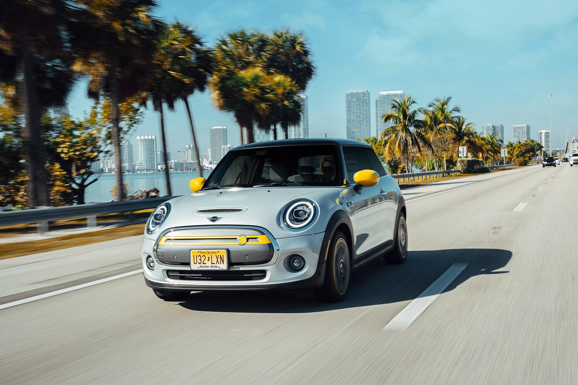 Nachhaltig durch Miami mit dem MINI Cooper SE 1