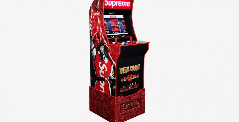 Supreme präsentiert eine Mortal-Kombat Arcade-Konsole
